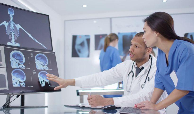 Acceso instantáneo a los datos del paciente: ¿Cómo la gestión documental digital facilita los procesos del sector salud?